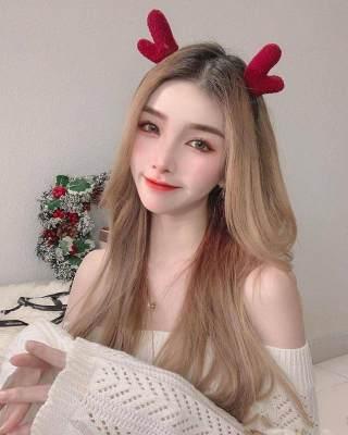 来自马来西亚的网红美女温妮,其肌肤白如雪,简单随性穿搭彰显时尚美!
