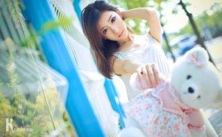 清纯女主播Mini大眼睛迷人户外甜美写真